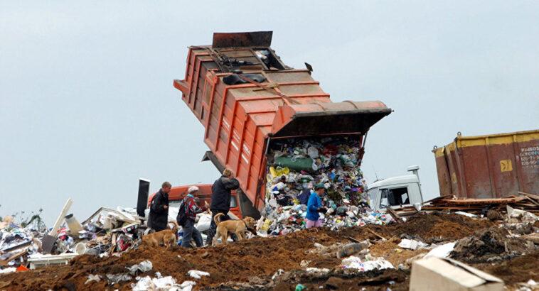 Românii mor poluării
