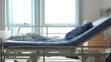 femeie picior coronavirus