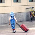 copil singur transport